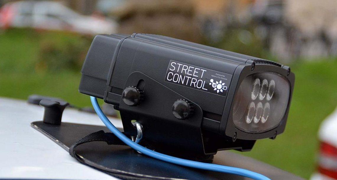 In azione la telecamera che controlla assicurazione e revisione delle auto