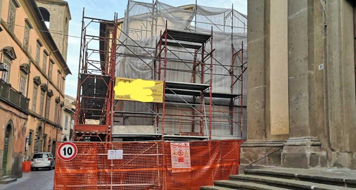 Crollo in via Cardinal La Fontaine: il Comune ciurla nel manico