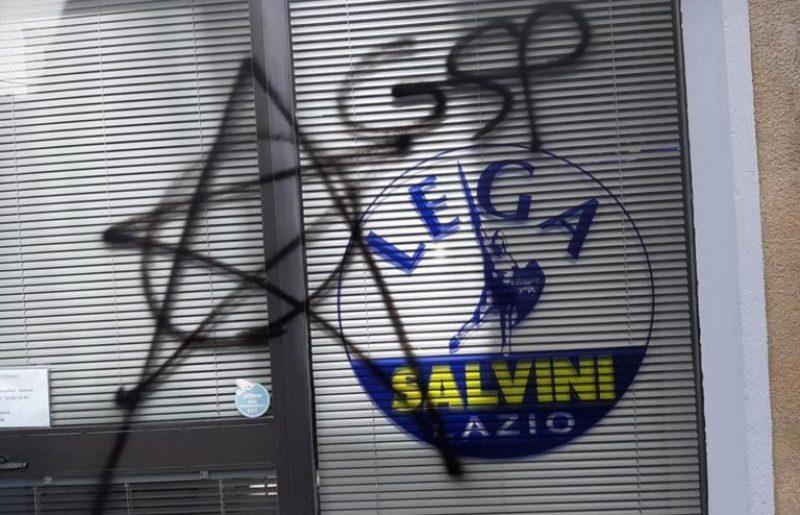 Il simbolo delle Brigate Rosse in due sedi della Lega