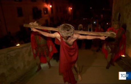 """Celleno, tanti visitatori per la """"Passione di Cristo"""""""